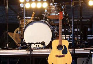 Rocken roll instruments on stage